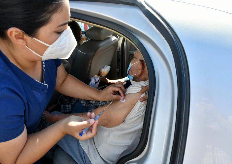 Inicia vacunación masiva para adultos mayores en el FEX en Mexicali