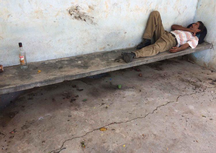 En pandemia, menos ron y más licores clandestinos y riesgosos en Cuba