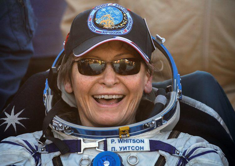 La primera mujer podría viajar a la luna en 2024