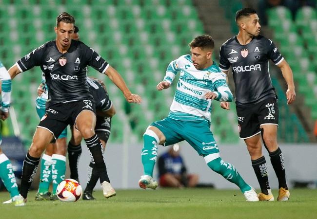 Liga Necaxa ocho partidos sin ganar, tras caer 3-1 contra Santos