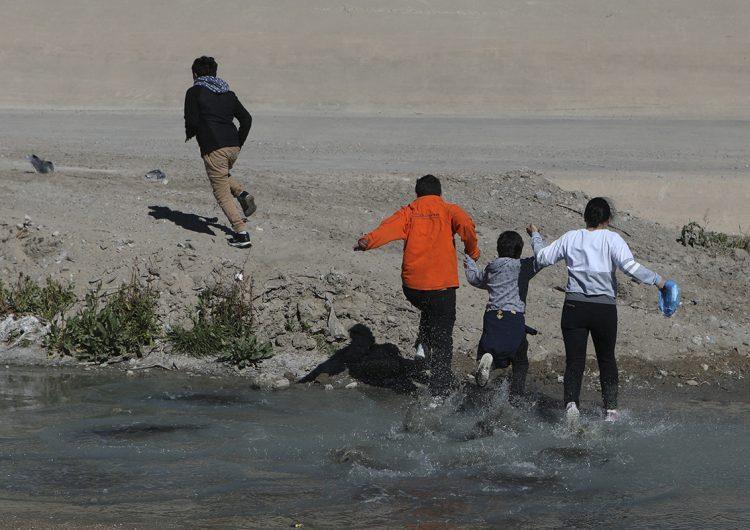 Niño mexicano muere al intentar cruzar el río Bravo para entrar en EU