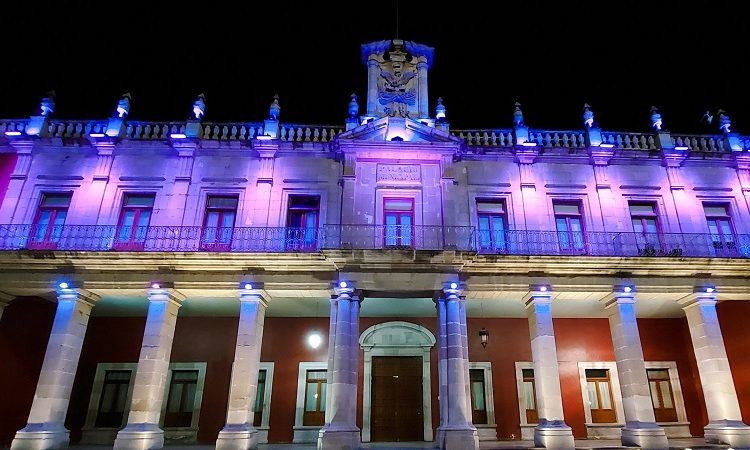 Instala municipio de Aguascalientes iluminación especial por el Día Internacional de la Mujer