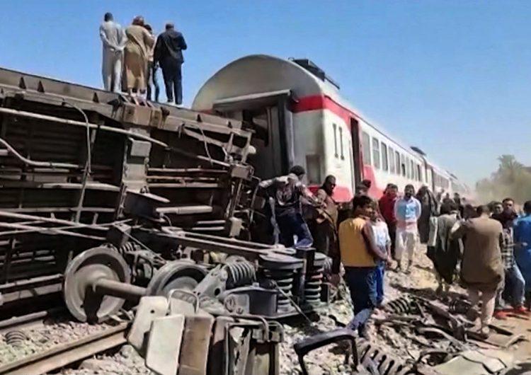 Video muestra la destrucción provocada por el choque de trenes en Egipto que dejó 32 muertos