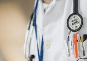 Médicos privados aún sin vacunas, ni información: Clúster Médico