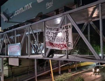 Cuelgan mantas afuera de Fiscalía de Aguascalientes para clamar justicia por feminicidios