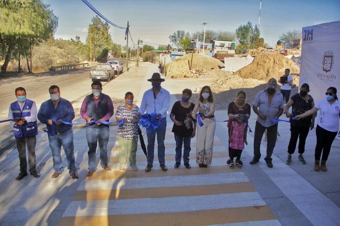 Construyen 400 metros lineales de banqueta en La Loma, Jesús María