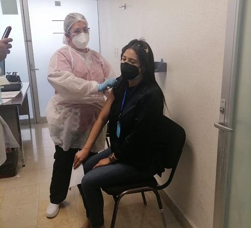 Vacunan a 2 mil 142 trabajadores del sector salud de Aguascalientes
