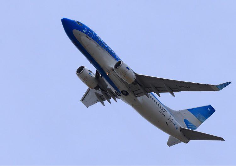 Argentina suspende los vuelos procedentes de Brasil, Chile y México desde el sábado