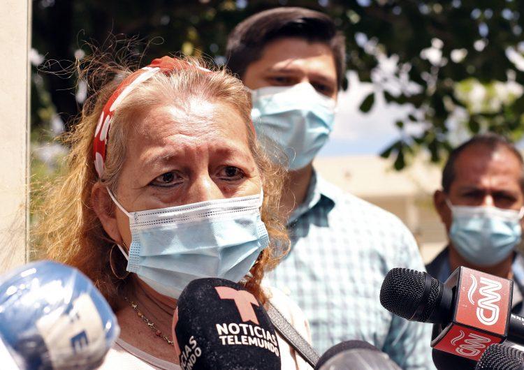 Madre de mujer salvadoreña asesinada por policías en México pide a Biden refugio para sus nietas