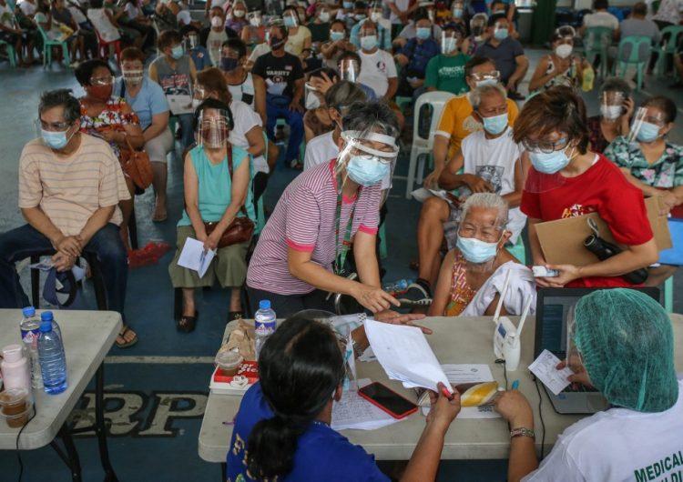 Filipinas investiga la muerte de un hombre obligado a hacer 300 sentadillas por saltarse el toque de queda
