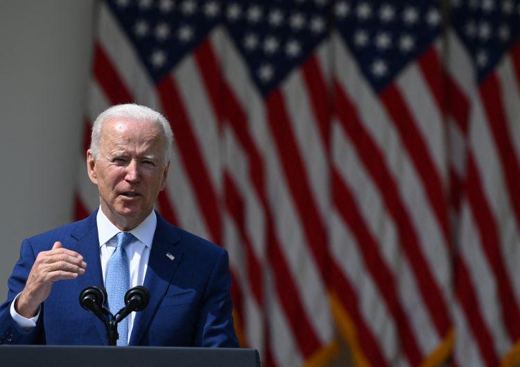 Biden asegura que EU padece 'epidemia' de armas de fuego y pide prohibir que particulares tengan fusiles de asalto