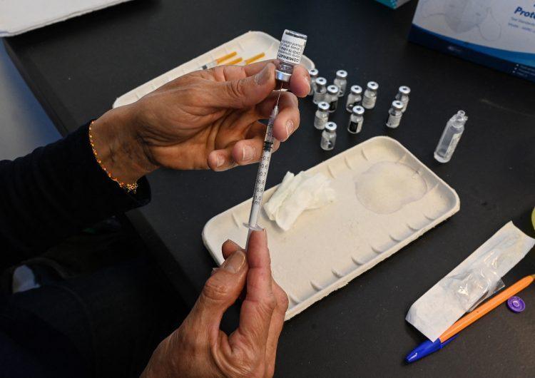 España inicia ensayo para suministrar vacuna Pfizer a personas que recibieron dosis de AstraZeneca