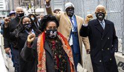 Familia de George Floyd sufre angustia ante el veredicto del…