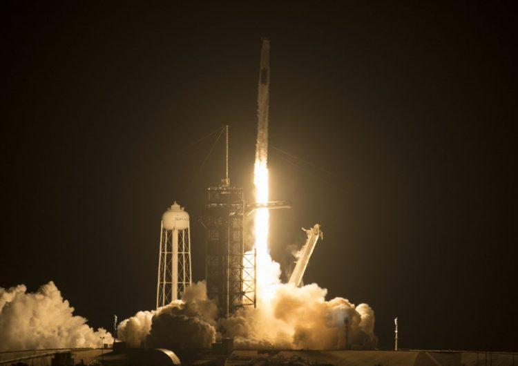 SpaceX lanza misión con cuatro astronautas a la Estación Espacial Internacional