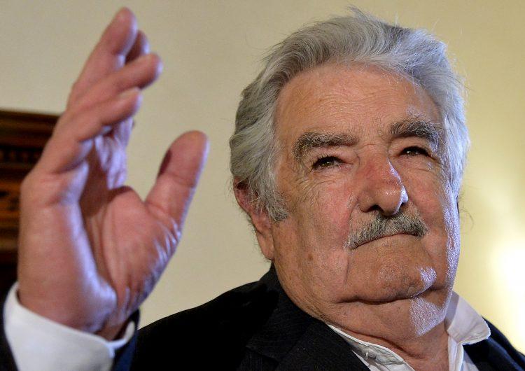 El expresidente uruguayo José Mujica se encuentra 'estable y de buen humor' tras cirugía de emergencia