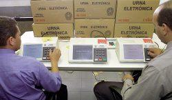 Ecuador: exbanquero conservador se proclama presidente electo; en Perú candidatos…