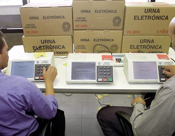 Ecuador: exbanquero conservador se proclama presidente electo; en Perú candidatos presidenciales van a segunda vuelta