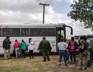 México extiende restricciones al tránsito terrestre en fronteras norte y sur para contener covid-19