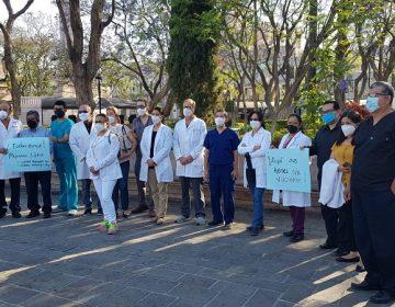 Se manifiestan médicos del sector privado de Aguascalientes para exigir vacunas