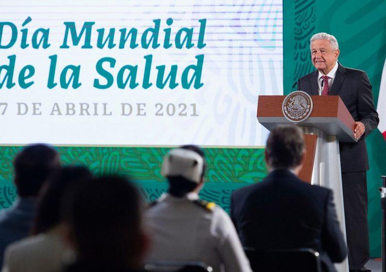 """Condena AMLO """"montajes"""" de medios de comunicación"""
