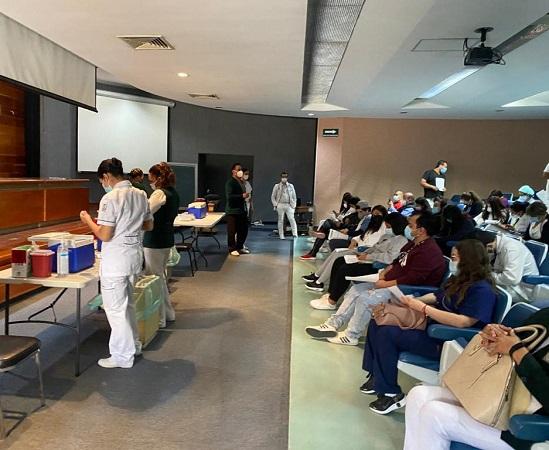 Continúa vacunación del personal médico del IMSS en Aguascalientes