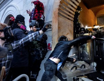 Policía será demandada por 10 mdd por matar a manifestante desarmada en el Capitolio
