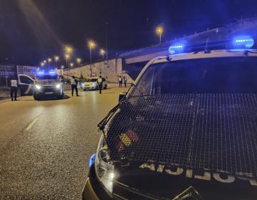 España: detienen a un hombre por conducir en sentido contrario y con un cadáver de copiloto