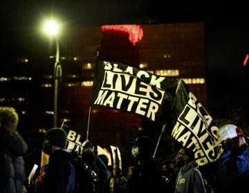 EU: policía de Minnesota dispara y mata a joven negro tras detenerlo por infracción de tránsito