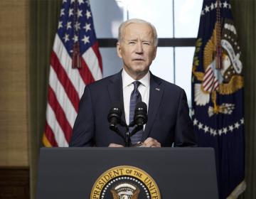 Biden confirma salida de tropas estadounidenses de Afganistán y asegura que los talibanes 'rendirán cuentas'