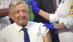 AMLO recibe primera dosis de la vacuna AstraZeneca contra el…