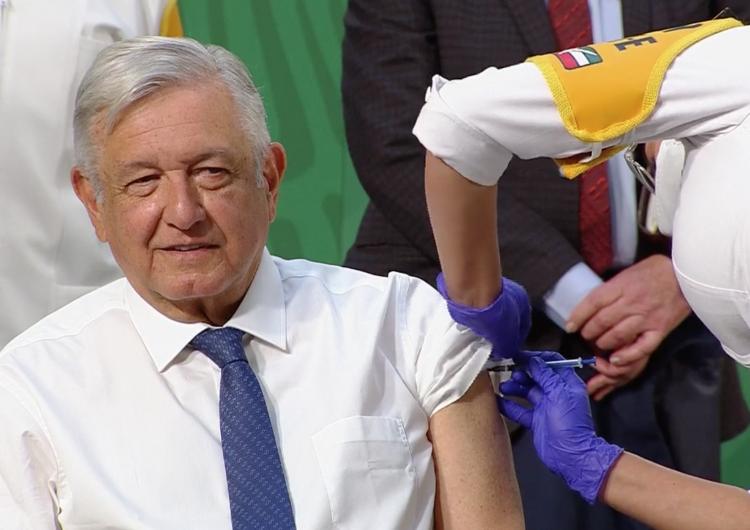 Vacunan al Presidente López Obrador