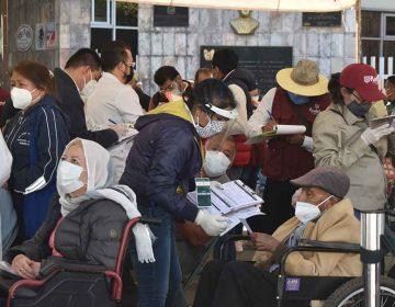 (VIDEOS) Con largas filas comenzó la vacunación a los abues del Norte de la capital