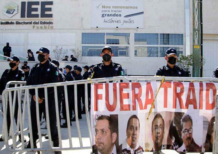 Morena Puebla fracturada a dos meses de la elección