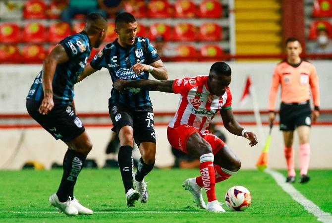 Necaxa perdona al Querétaro y empatan 0-0