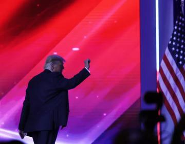 """Trump responde que """"100 por ciento"""" sí piensa postularse a la presidencia de EU en 2024"""