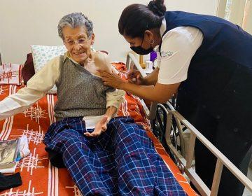 Vacunan a ancianitos de dos asilos en Aguascalientes