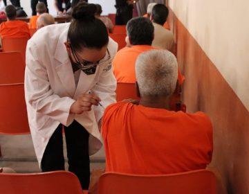 Vacunan contra el Covid-19 a internos de la tercera edad de CERESOS Aguascalientes