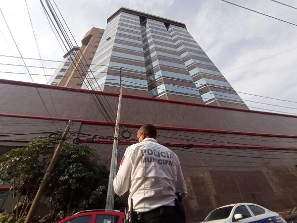 Muere trabajador en edificio Torre Plaza Bosques