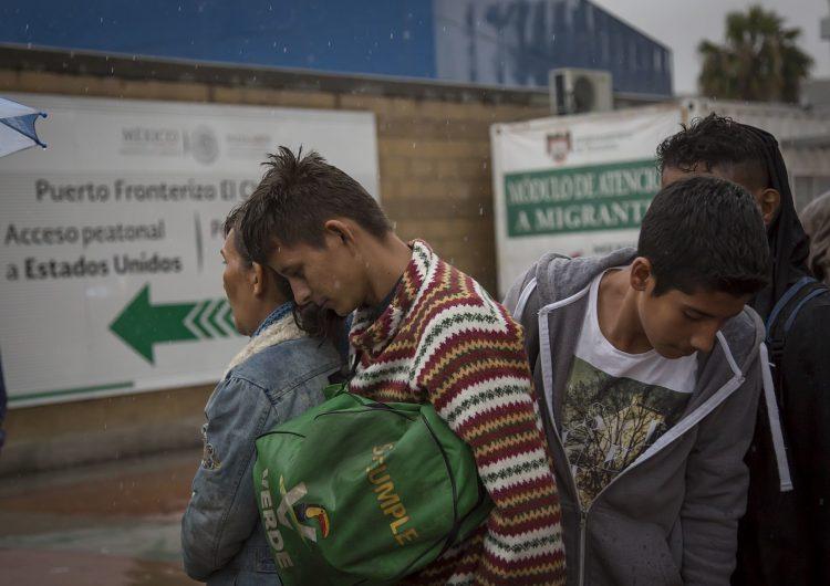 Biden retrasa plan para aumentar admisiones de refugiados en EU