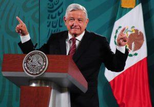 """López Obrador dice que sí se vacunará contra el covid-19 para """"disipar dudas"""""""