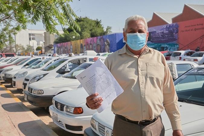 Asigna gobierno estatal 114 concesiones de taxi a trabajadores del volante