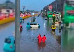 ¡Bajo el agua! Así amaneció la México-Puebla