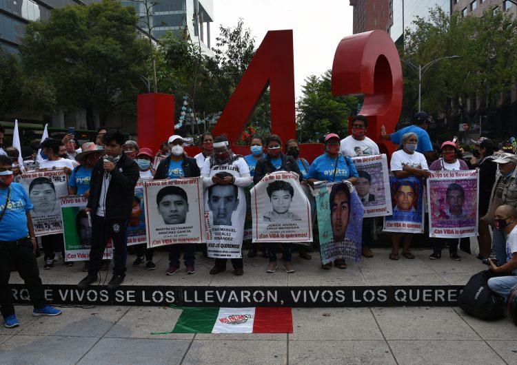 EU envía a México expediente sobre la desaparición de los 43 estudiantes de Ayotzinapa