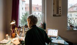 Trabajar más de 55 horas semanales aumenta el riesgo de…