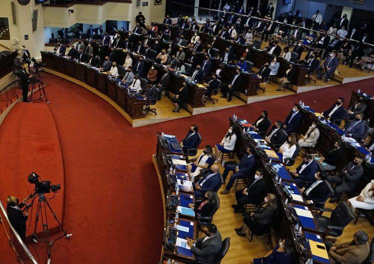 Congreso de El Salvador reforma ley para que periódicos paguen impuestos