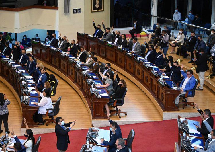 Expresidentes de España y América Latina condenan 'ruptura' del estado de derecho en El Salvador