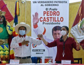 """Elecciones Perú:  Pedro Castillo recibe apoyo de candidata socialista para """"cerrar el paso"""" a Keiko Fujimori"""