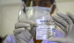 Rusia anuncia el registro de su vacuna Sputnik Light, que…