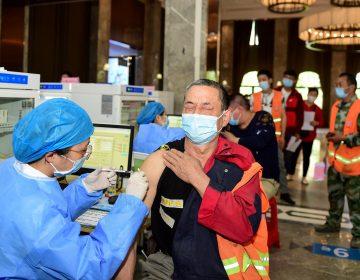 COVID-19: huevos gratis, cupones de descuento y rap, la estrategia de China para que la población se vacune