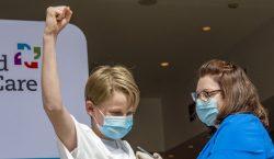 Director de OMS pide no vacunar a los niños y…